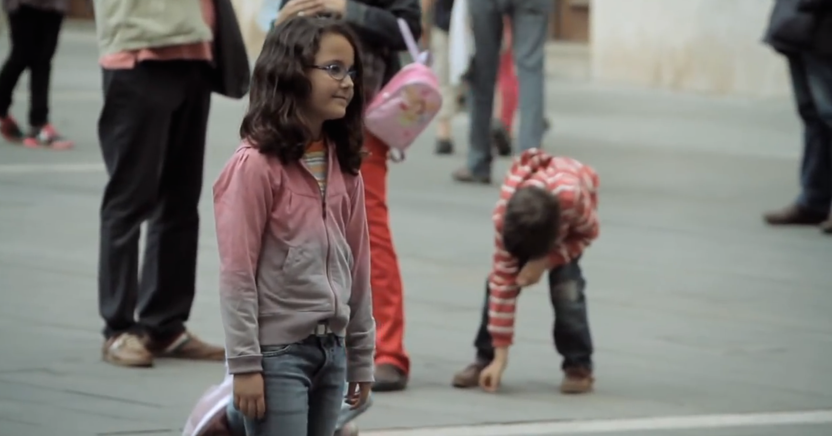 This Little Girl Gave A Few Coins To A Street Performer. The Unexpected Response She Got Was Unbelievable!