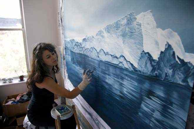 artist-finger-painting-2