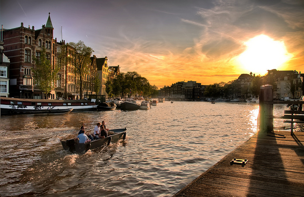 beautiful-sunset-Amsterdam-Canals