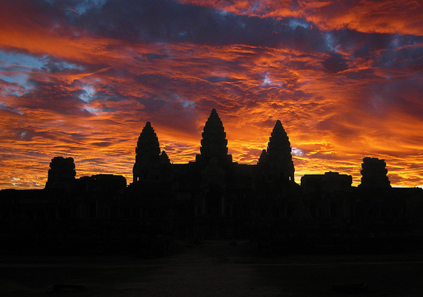 beautiful-sunset-Angkor-Wat-Cambodia