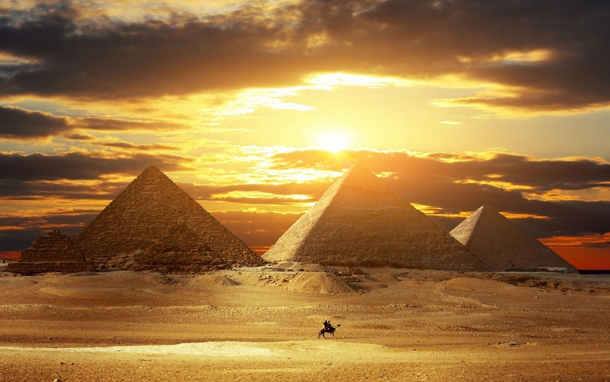 beautiful-sunset-Great-Pyramids-Egypt