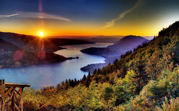 beautiful-sunset-Lake-Annecy-French-Alps