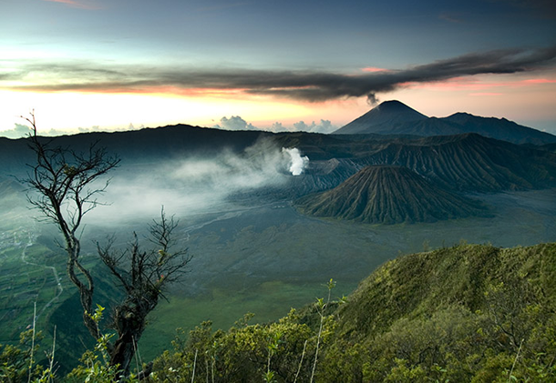 beautiful-sunset-Mount-Bromo-Indonesia