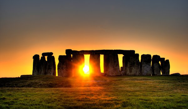 beautiful-sunset-StongeHenge-England