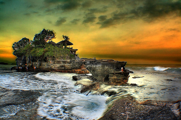 beautiful-sunset-Tanah-Lot-Temple-Bali