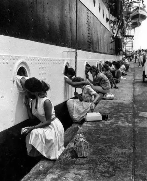 WWII-soldiers-last-kiss