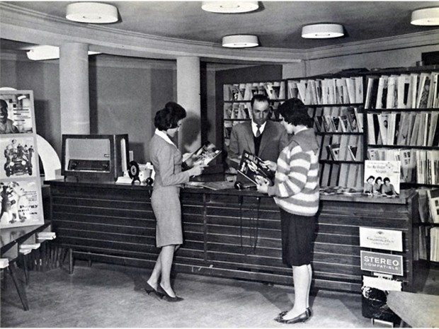afghan-women-in-library
