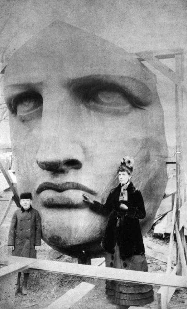 people-posing-statue-of-liberty-head